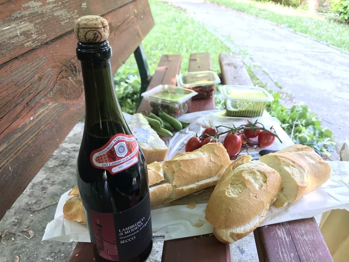 A picnic in Italy. Italy travel tips