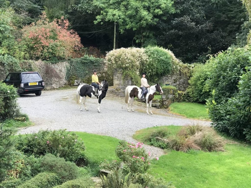 Mother and daughter on horses in Ireland. Ireland tips for those who ra elooking to House sit in Ireland