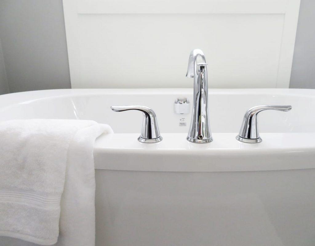 a bath with a towel. Bathing in Apple cider vinegar