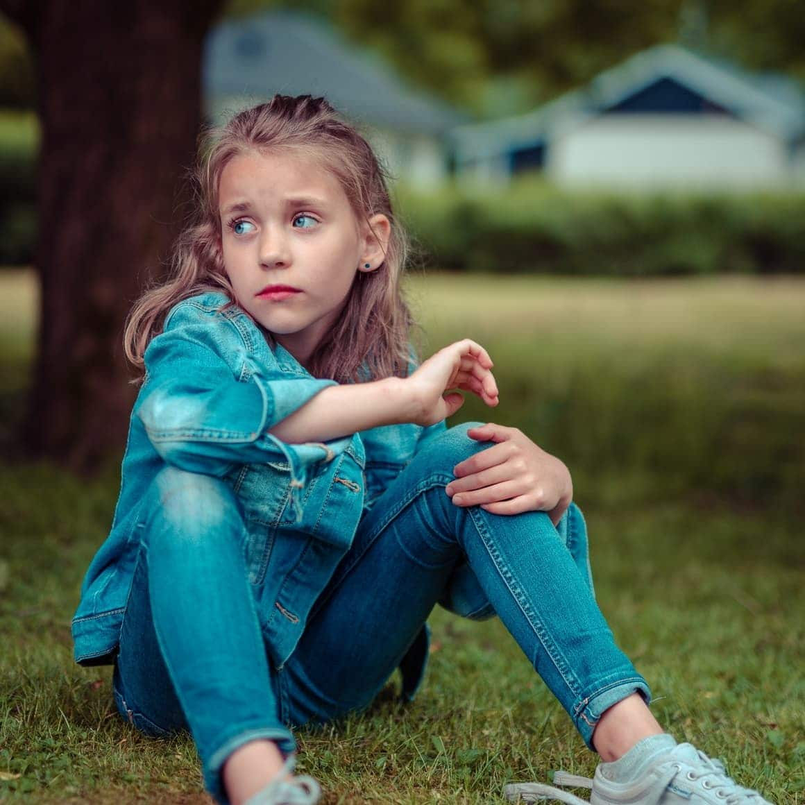 Girl sitting looking sad. Homeschooling Vs public school